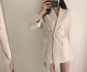 Image 2 - Colorfaith chaquetas con muescas para mujer, ropa de vestir Formal con cordones, Tops blancos y negros elegantes JK7040, Otoño Invierno 2019