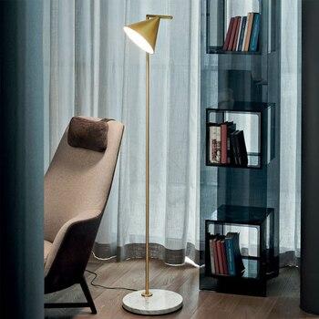 Lámpara de pie de diseño italiano net red estudio dormitorio nórdico sala caliente estrella con lámpara vertical