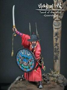 Image 2 - 1/24 75 millimetri antichi Samurai Guardiano con grande base di figura In Resina kit Modello In Miniatura gk Unassembly Non Verniciata