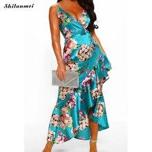 Женское платье на бретельках с оборками и цветочным принтом