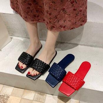 Tempérament décontracté tressé en cuir souple sangle croisée à bout ouvert pantoufles plates porter vacances plage sandales tongs femmes chaussures