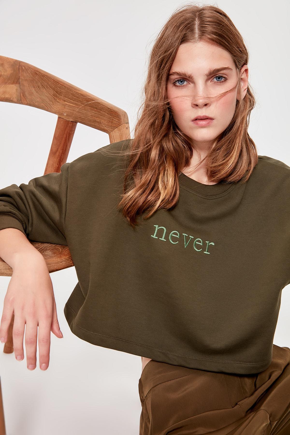 Trendyol Khaki Embroidered Crop Knitted Sweatshirt TWOAW20SW0145
