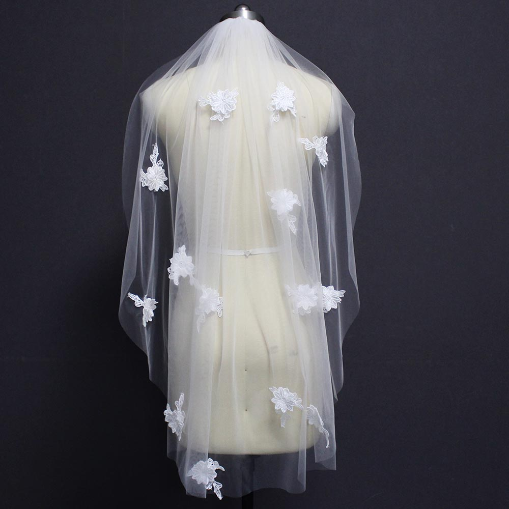 Short Wedding Veil With Lace Appliques Ivory Tulle Bridal Veil With Comb Wedding Accessories
