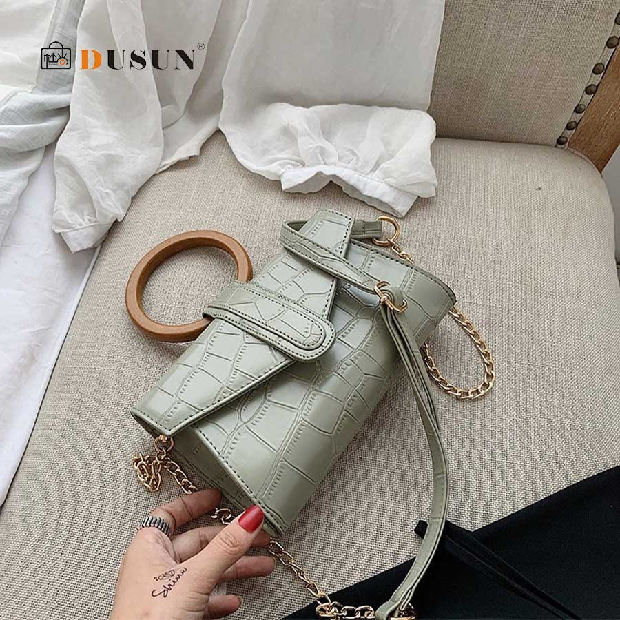 Hot Crocodile Pattern Envelope Shoulder Bag Round Wooden Ring Handle Handbag Women Designer Personality Small Messenger Bag Chic