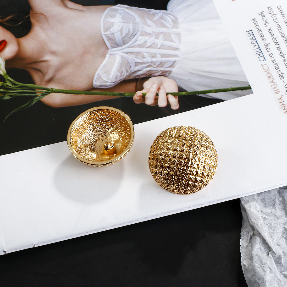 AENSOA Round Shaped Gold Color Earrings Simple Metal Vintage Stud Earrings For Women Fashion Jewelry brincos 2020 Pendientes