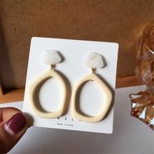 La moda esagerata e la personalità degli orecchini a bottone in resina irregolare gli orecchini geometrici contratti femminilità adorano l'articolo