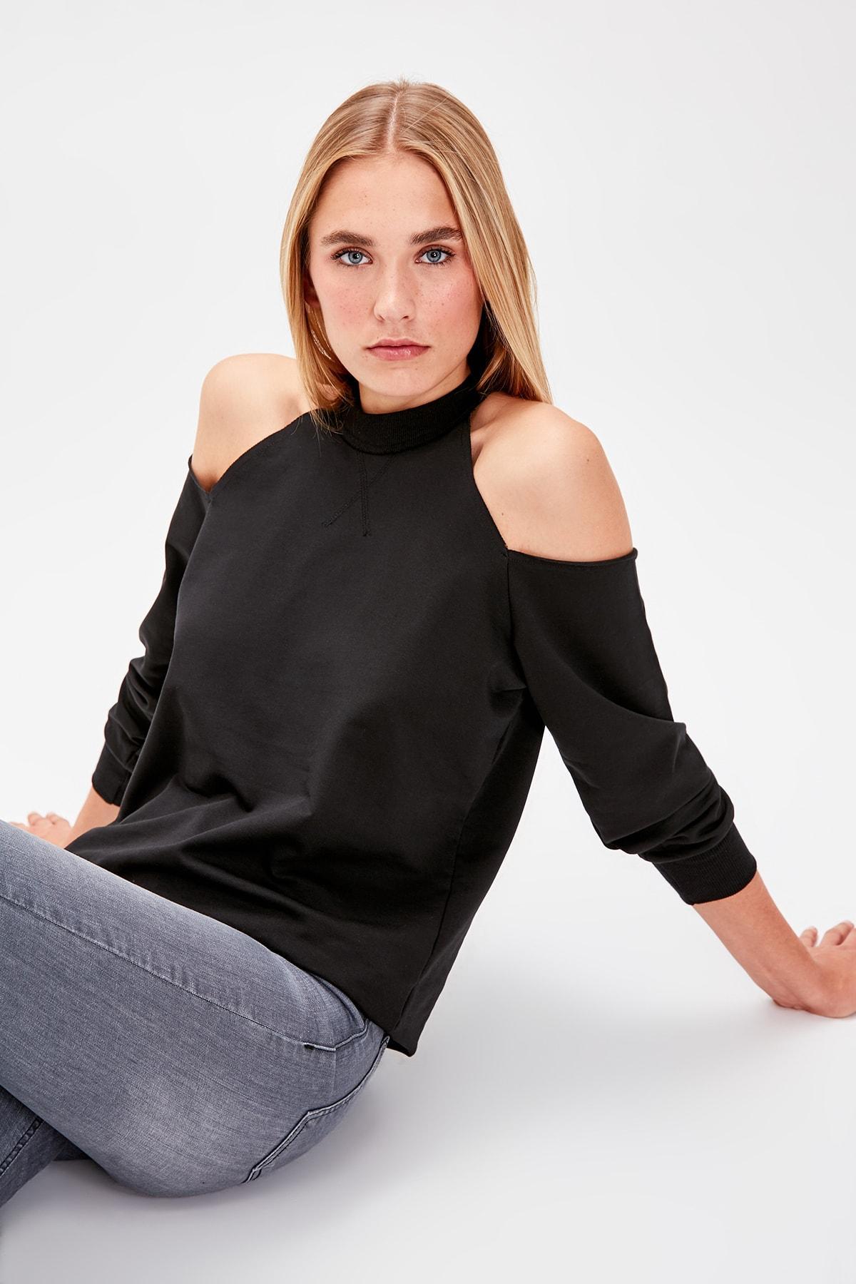 Trendyol Black Cut Outlu Knitted Sweatshirt TWOAW20SW0077