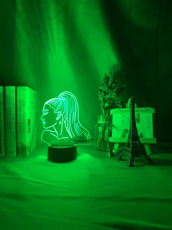 Singer Ariana Grande regalo Sensor táctil Color cambiante trabajo lámpara de escritorio celebridad para Fans dormitorio decoración 3d lámpara de noche de acrílico Lámpara colgante mono de oro blanco y negro de resina para sala de estar lámparas de habitación Sala de Arte sala de estudio luces Led lustre con bombilla Led E27