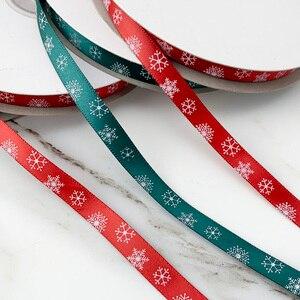 "Image 5 - 3/8 ""(10Mm) Rood Gedrukt Sneeuwvlok Satijn Lint Christmas Gift Linten"