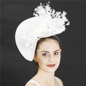 Image 5 - Imitação de palha grande derby fascinator chapéu agradável flor headpiece bandana com fantasia pena corrida acessórios para o cabelo clipe de cabelo