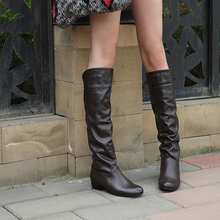 цены Knee High Autumn Boots Thick Slip On Women Long Boots Soft Leather Warm Boots 2019 Plus Size 35-43 Botas Mujer White Black Botas