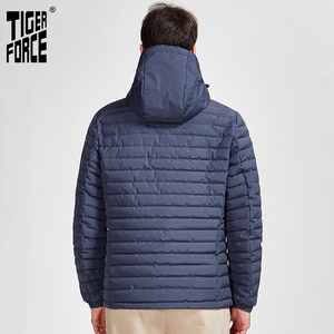 Image 3 - 타이거 포스 2020 새로운 남성 스트라이프 자켓 포켓 고품질 제거 후드 따뜻한 남성 캐주얼 코트 겉옷 지퍼 50629