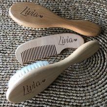 Nom personnalisé bébé peigne de bain bébé soins brosse à cheveux Pure laine naturelle bois peigne nouveau-né masseur bébé douche et registre cadeau