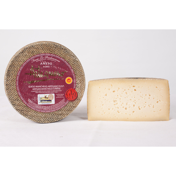 Manchego cheese craftsman aged D.O.P. -ARTEQUESO. -Piece 1.5Kg