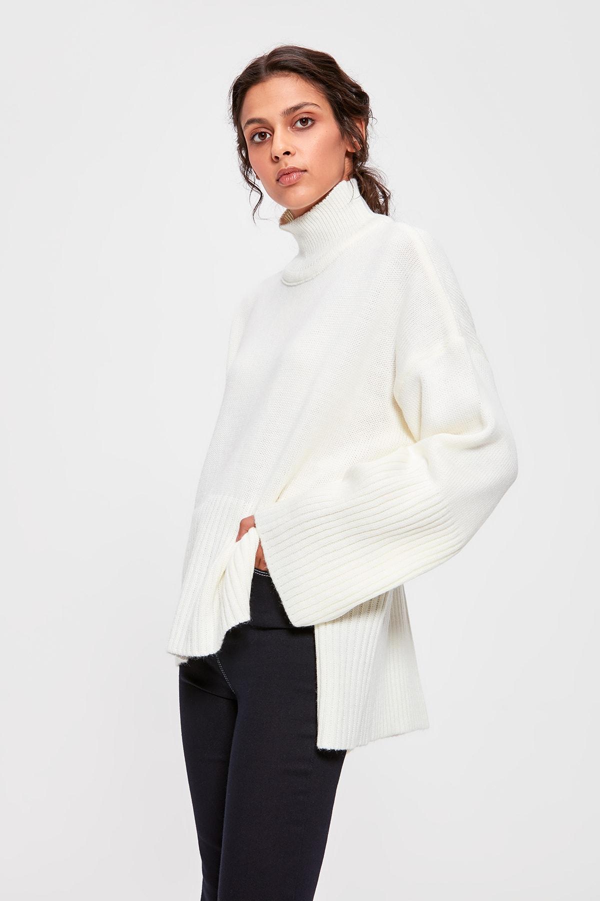Trendyol Offwhite Upright Collar Sweater Sweater TWOAW20FV0089