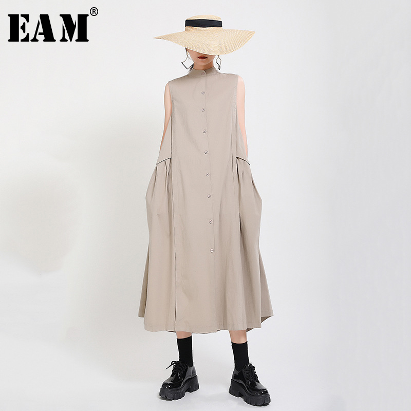 [EAM] Women Khaki Split Pleated Long  Dress New Stand Collar Sleeveless Loose Fit Fashion Tide Spring Summer 2021 1Y353
