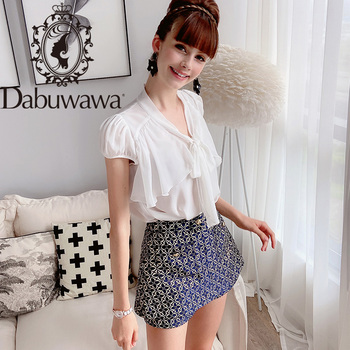цена на Dabuwawa Knot Front Frill Cuff Crop Blouse White Sexy V Neck Womens Tops and Blouse Summer Short Sleeve Solid Blouses DN1BCF005
