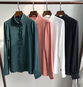Image 1 - Hollow haftowana jedwabna koszula w stylu Vintage elegancka, długa rękaw guzik do koszuli z bluzką pokryte guziki