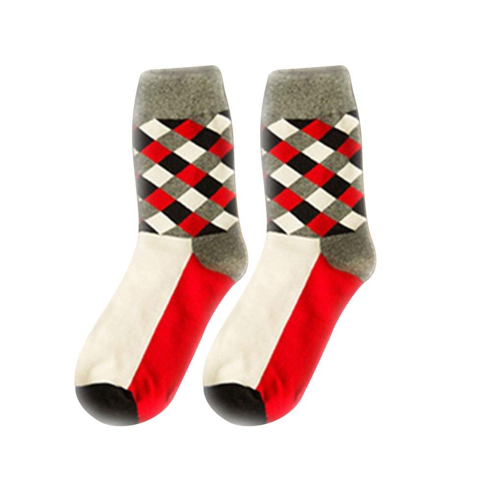 Дышащие повседневные теплые носки для женщин и девочек, удобные хлопковые носки в клетку, длинные зимние спортивные и уличные Дышащие носки - Цвет: Red