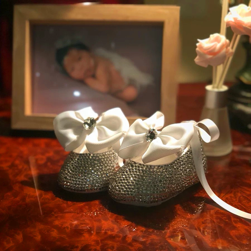 Creative Custom Little Baby Princess Girl Soft Soled Sparkle Bling Crystal With Big Bowtie Lace Up Lovely Anti-slip First Walker