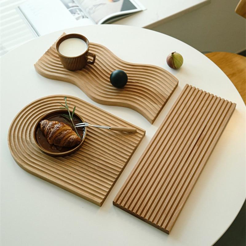 סט מגשי עץ בטקסטורה גלית למגוון שימושים 2