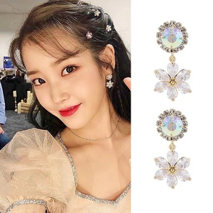 2020 New Korean Style Elegant Exquisite Girl Earrings Retro Baroque Shinny Rhinestone Flowers Clip on Earrings Without Piercing