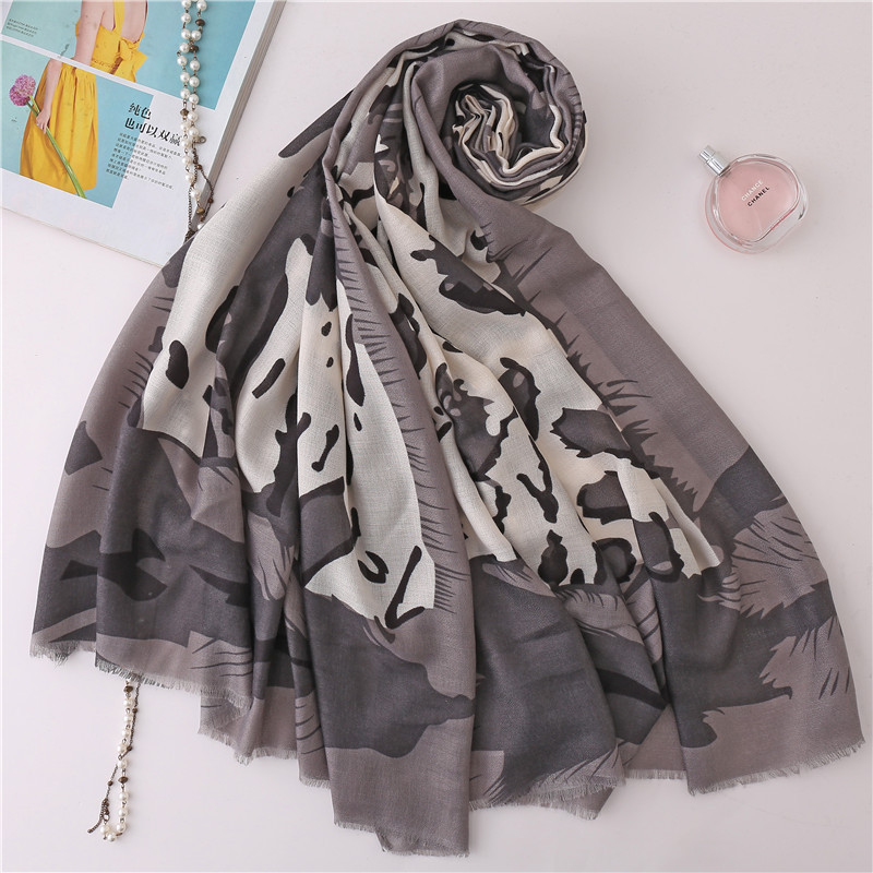 Linen printed long scarf European and American style leopard print Muslim headscarf autumn and winter hot new scarf