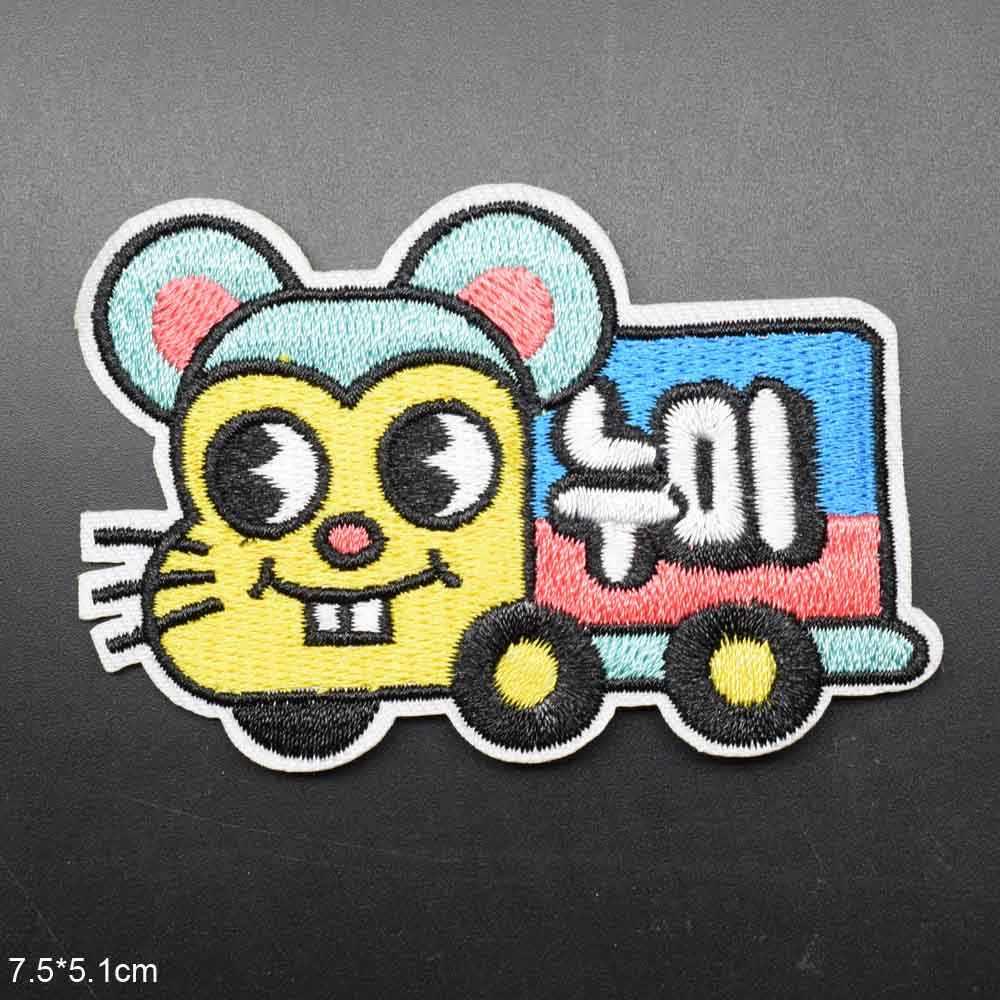 漫画列車猫の形の黄色の顔トラックアイアンに刺繍服衣料用パッチステッカー衣服卸売