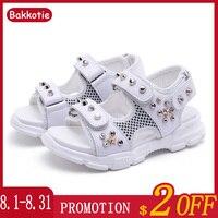 Bakkotie 2019 sandalias de moda de verano para niñas, sandalias blancas de princesa con remaches para niños, nuevos zapatos de vestir casuales negros suaves y frescos