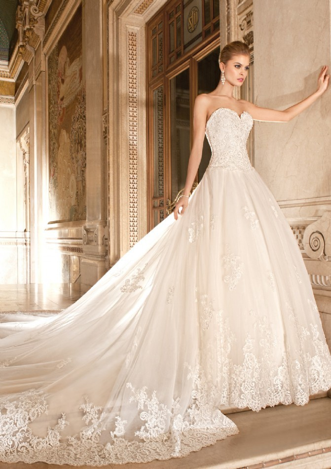 Luxurious Sweetheart Appliqued Lace Detachable Cathedral Train Bridal Gown 2018 Off The Shoulder Mother Of The Bride Dresses