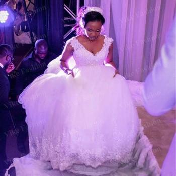 White Lace Luxurious Cathedral/Royal Train Ball Gown Wedding Dress V Neck Sleeveless Vintage Bridal Dresses Vestido De Novia