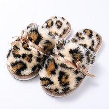 Детские зимние домашние тапочки для девочек; хлопковые тапочки с леопардовым принтом для родителей и детей; зимняя бархатная домашняя обувь; Теплая обувь на меху для девочек