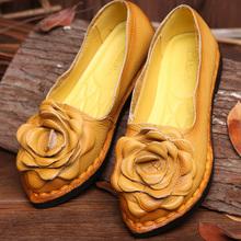Buty damskie w stylu Vintage ręcznie robione buty ze skóry naturalnej kobiety mieszkania kwiatowe mokasyny na co dzień wygodne miękkie dno buty dla matek panie tanie tanio LAKESHI CN (pochodzenie) Prawdziwej skóry Skóra bydlęca Slip-on Pasuje prawda na wymiar weź swój normalny rozmiar