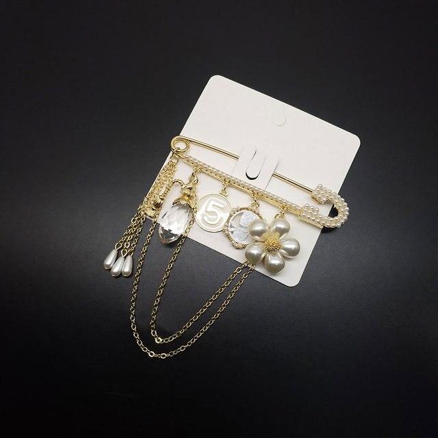 Élégant luxe marque Design badge broches fleur numéro 5 bijoux accessoires collier broche broche femme