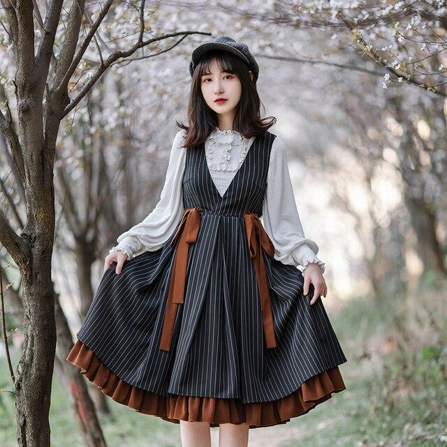 Фото винтажное платье лолиты в готическом стиле с v образным вырезом