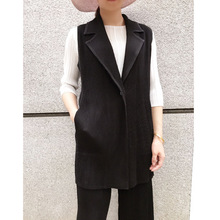 Autumn new Miyake pleated thick vest one button free shipping