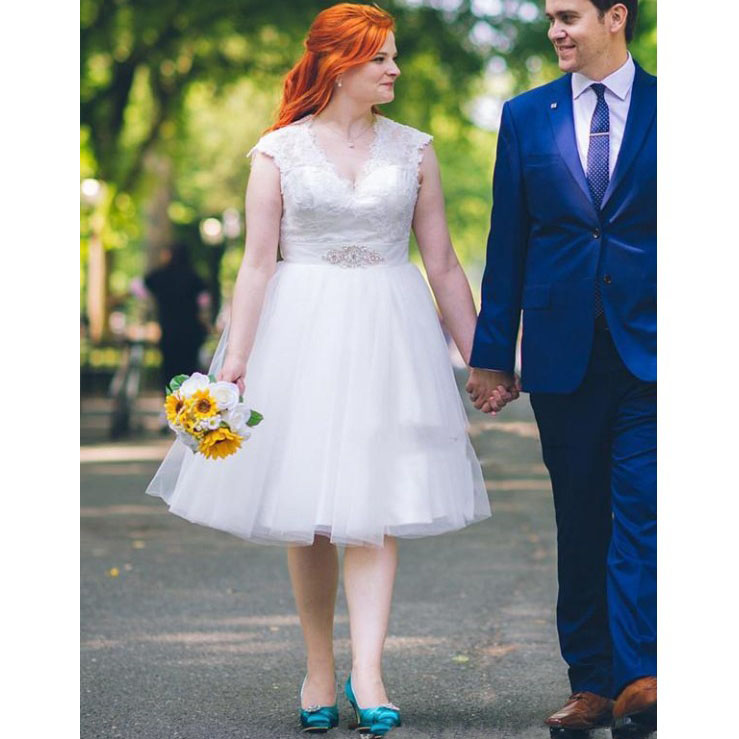 Knee Length Wedding Dresses V Neck Cap Sleeve Lace Appliques