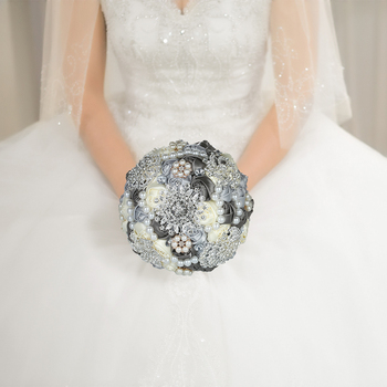 New 18cm Bridal Bouquet Handmade Wedding Diamond Bridal Bouquet Satin Rose Flower with Artificial Pearls Beads Decorated