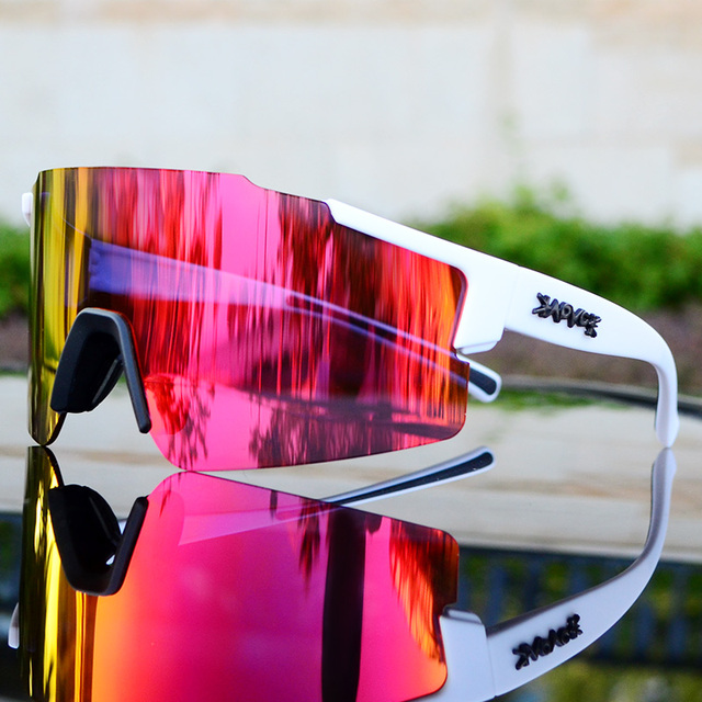 Photochromic Cycling Glasses 2