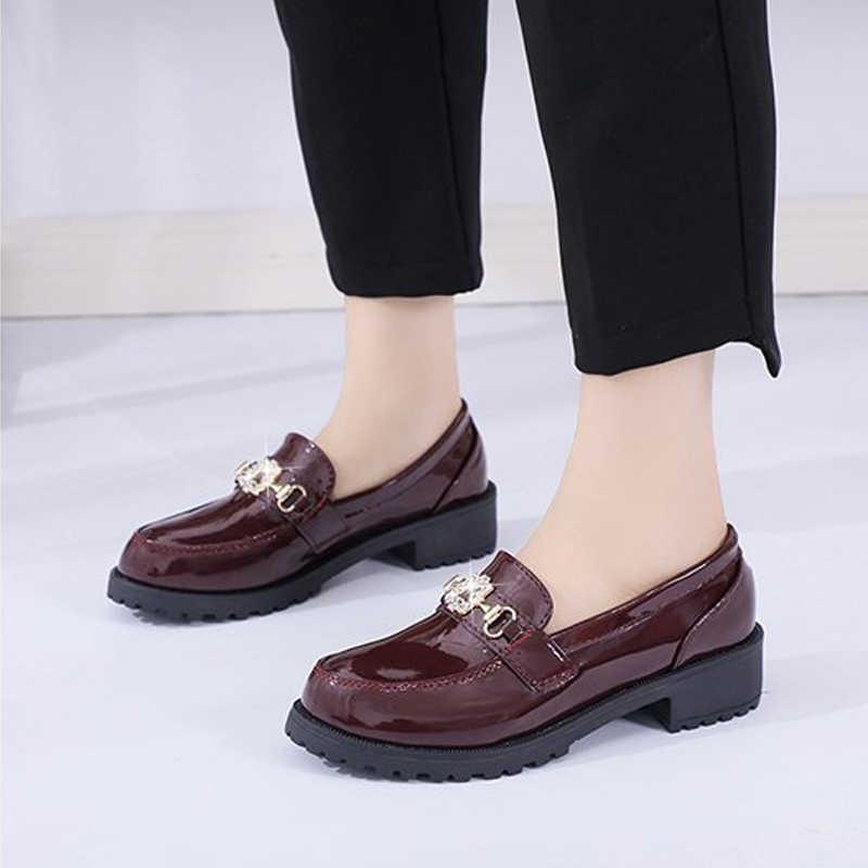 Kadın pompaları ayakkabı düşük topuklu bayanlar Patent deri moda rahat platformu kadın loafer'lar elbise ayakkabı sonbahar bahar olmayan kayma kadın