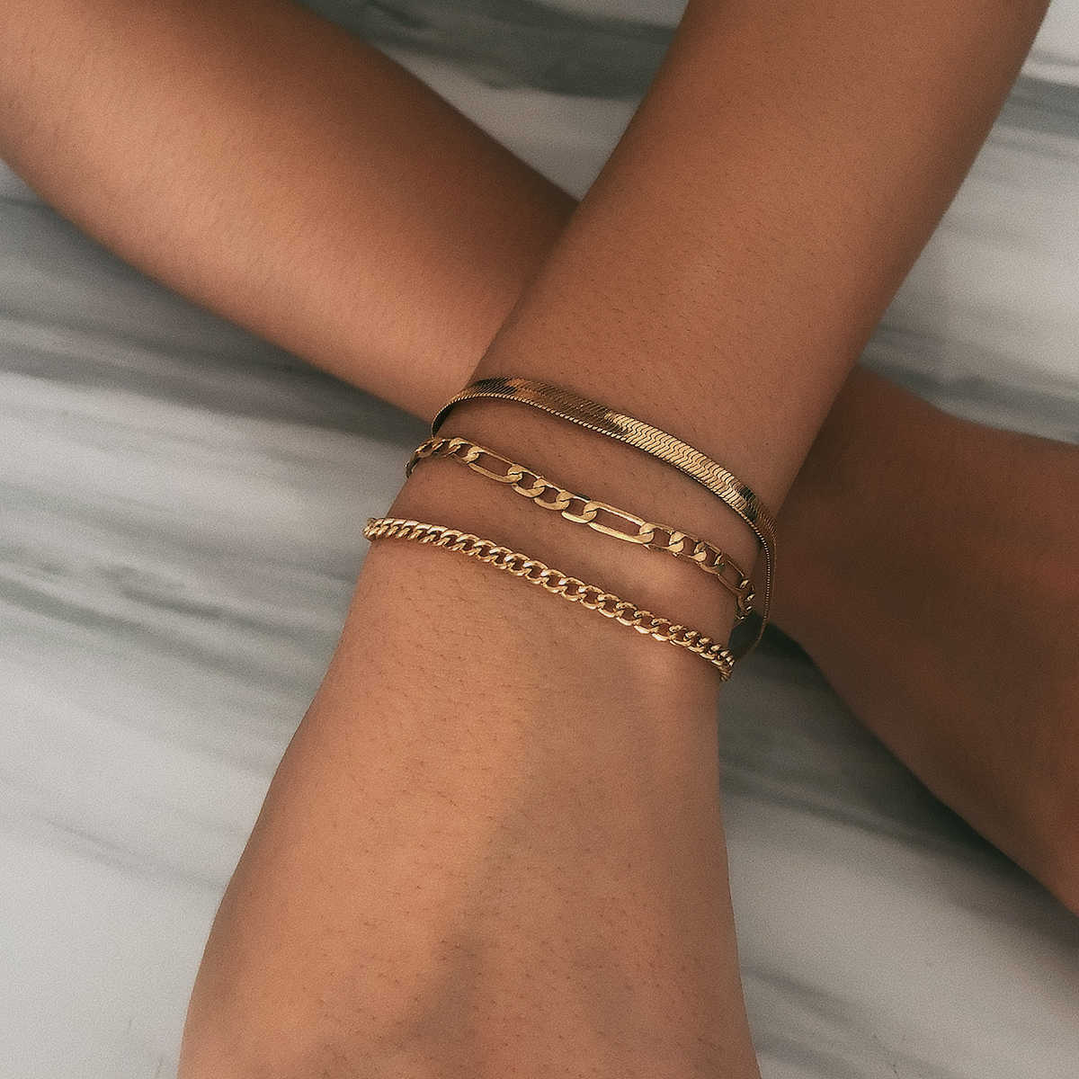 高品質自由奔放に生きるスネークチェーンブレスレットバングル女性のための腕章パンクマルチレイヤ金属の厚さのチェーンブレスレットカップルジュエリー