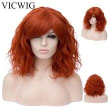 VICWIG peluca sintética rizada con flequillo para mujer, cabello corto, resistente al calor, color rosa, Morado, Verde