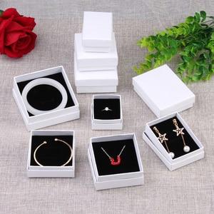 Image 2 - Coffret carré blanc Simple pour bijoux, coffret pour fiançailles, présentoir pour bagues, boucles doreilles, Bracelet, coffret cadeau de saint valentin, tendance