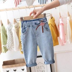 Милые джинсы для принцессы с цветочным принтом для маленьких девочек; новые весенние детские джинсовые брюки; милые детские брюки для отдых...