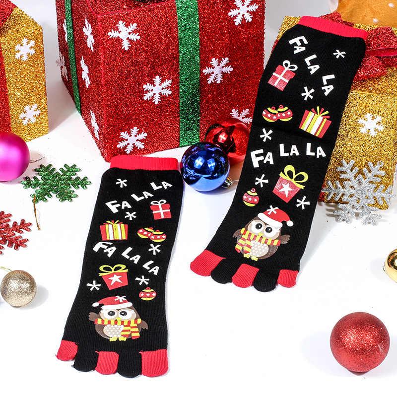 Kadın çorap kardan adam yeşil renk kırmızı çizgili desen ve koku geçirmez noel beş parmaklı çorap ayak komik çoraplar için kız mutlu çorap