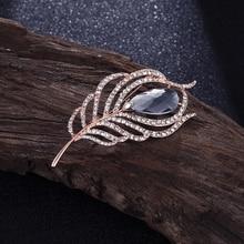 Gran oferta, broche informal elegante de plumas de cristal para hombre a la moda para fiesta Unisex, regalo de boda, pin de diamantes de imitación, accesorios para abrigos