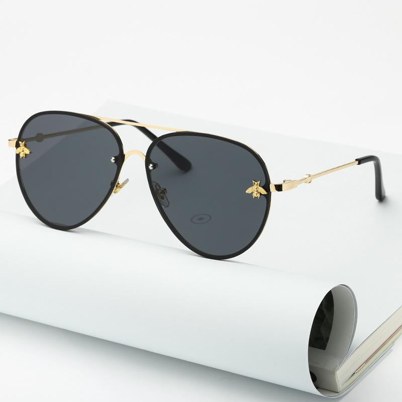 Brand Design 2020 Fashion Women Small Bee Sunglasses Colourful Rivet Glasses Female Male Outdoor Traveling Eyeglasses UV400