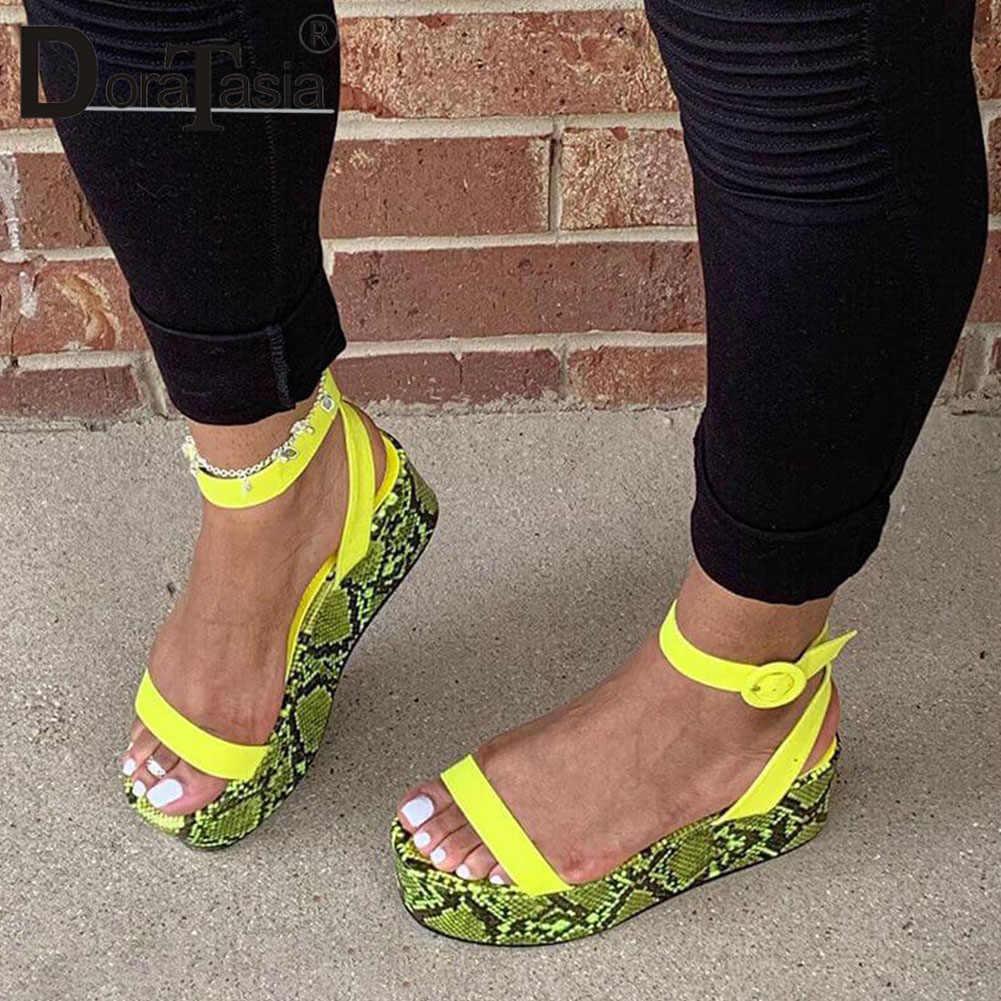 DORATASIA büyük boy 34-44 marka yeni lüks bayan renkli takozlar gladyatör sandalet ayakkabı kadın parti yaz sandalet kadın 2020
