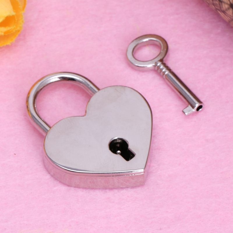 Купить с кэшбэком Heart Shape Vintage Old Antique Style Mini Archaize Padlocks Key Lock With key
