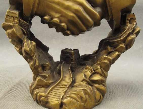 YM 322 China Bronze Kooperieren Symbiose Erfolg Schütteln Hände Verschluss Auf Great Wall Statue